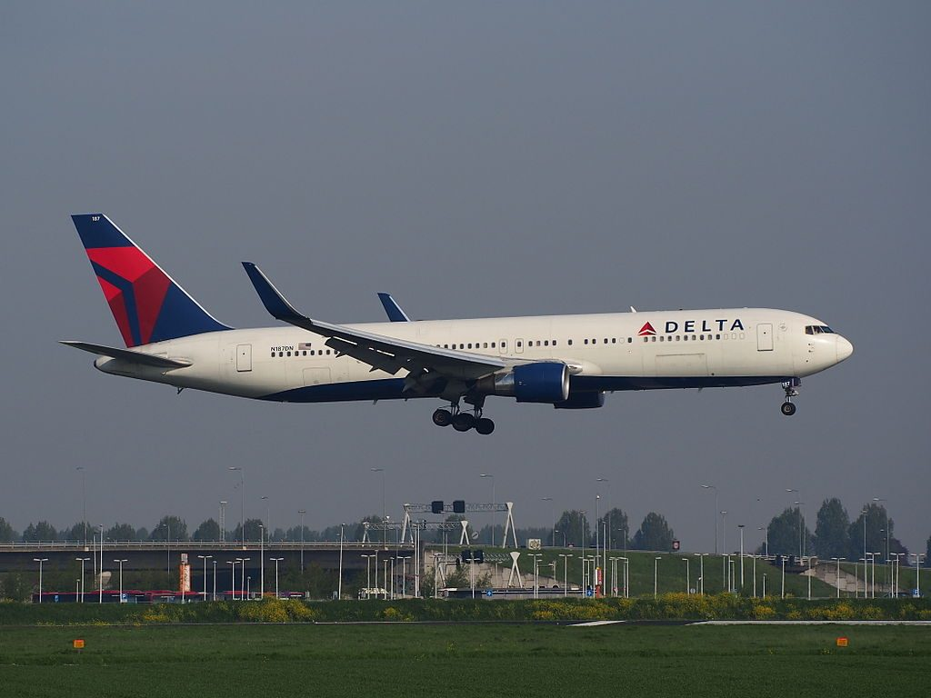 Delta Air Lines Fleet N187DN Boeing 767-332ER cn:serial number- 27582:617 landing at Schiphol (AMS - EHAM), The Netherlands