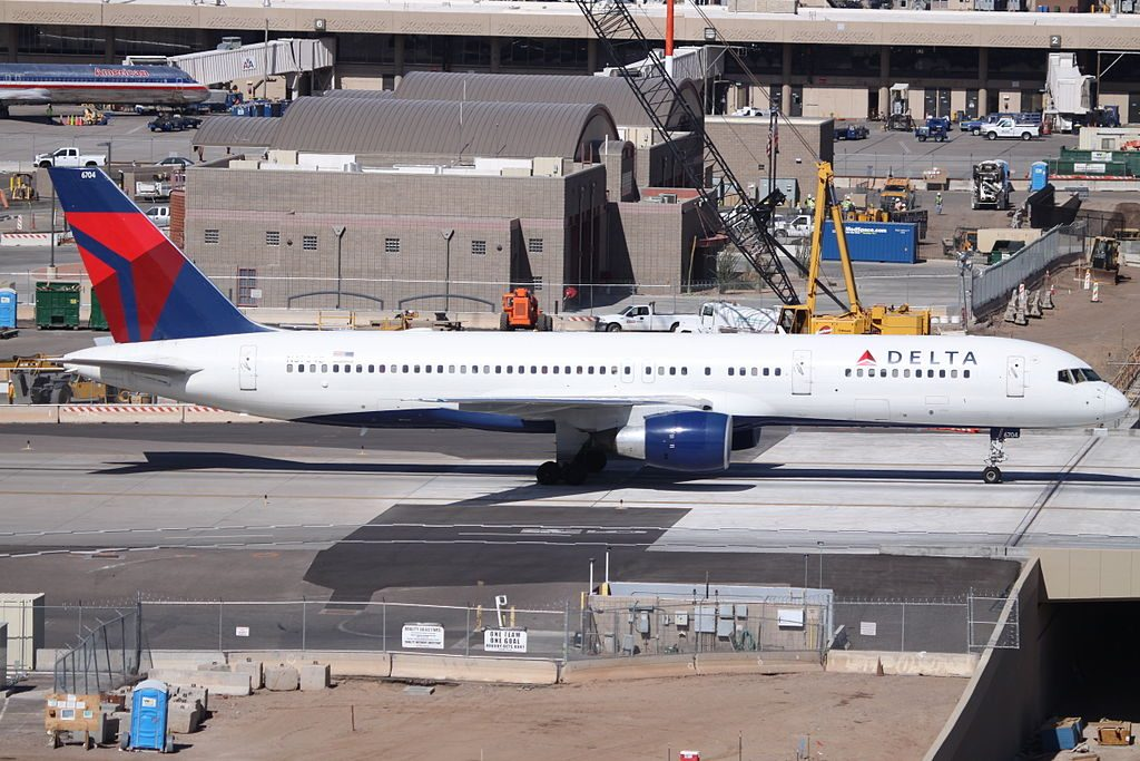 Delta Air Lines Fleet N6704Z Boeing 757-200 At Phoenix Sky Harbor International