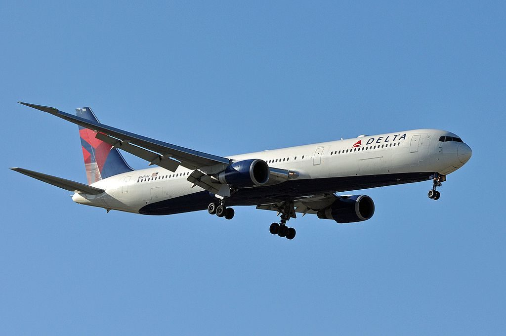 Delta Air Lines Fleet N827MH Boeing 767-432ER cn:serial number- 29705:773 on final approach at Leonardo da Vinci–Fiumicino Airport (IATA- FCO, ICAO- LIRF)