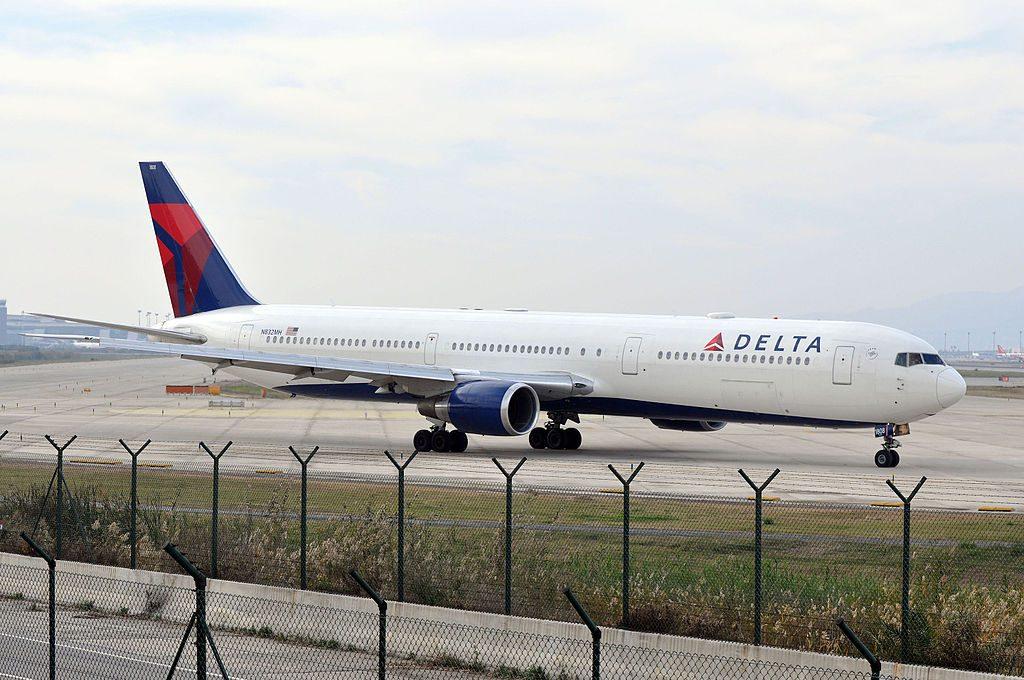 Delta Air Lines Fleet N832MH Boeing 767-432ER cn:serial number- 29704:807 Barcelona–El Prat Airport (IATA- BCN, ICAO- LEBL)
