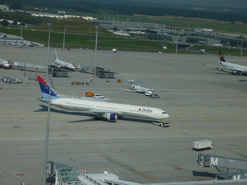 Delta Air Lines Fleet N838MH Boeing 767-432ER cn:serial number- 29711:821 at Munich Airport (IATA- MUC, ICAO- EDDM) Flughafen München Franz Josef Strauss