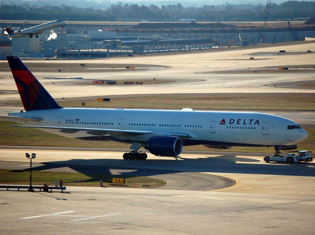 Delta Air Lines Fleet N864DA Boeing 777-232(ER) at Hartsfield–Jackson Atlanta International Airport