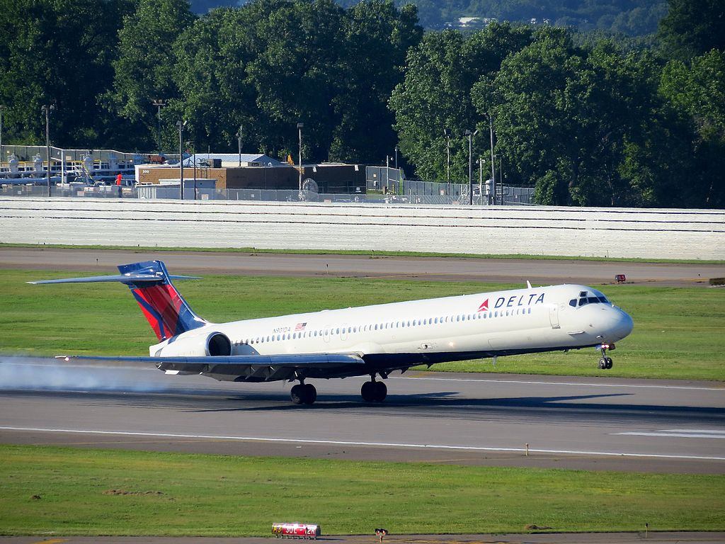 Delta Air Lines Fleet N901DA McDonnell Douglas MD-90-30 Landing at Minneapolis-Saint Paul International Airport