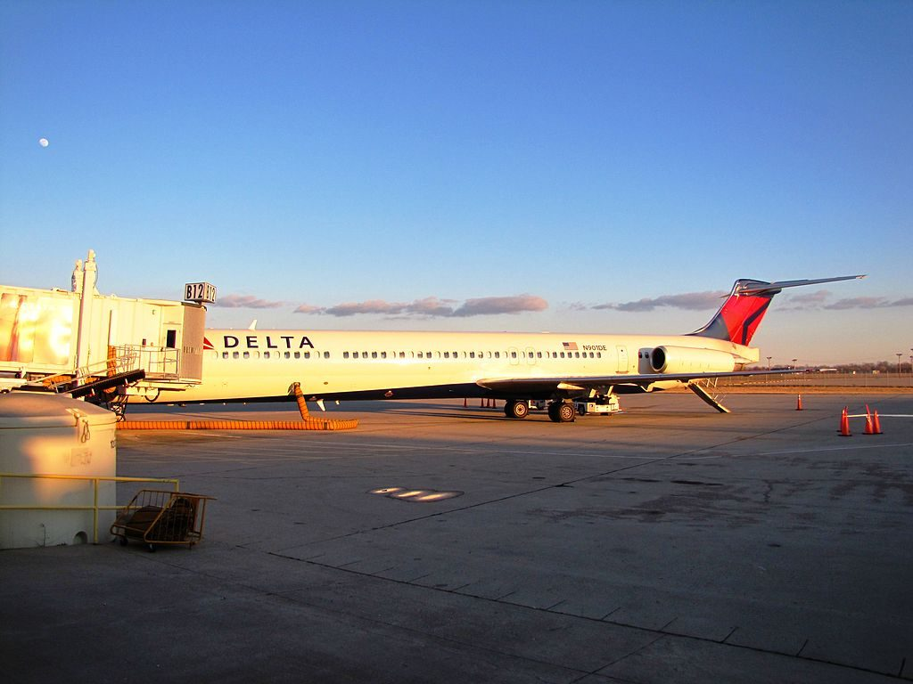 Delta Air Lines Fleet N901DE McDonnell Douglas MD-88 on gate at James M. Cox Dayton International Airport