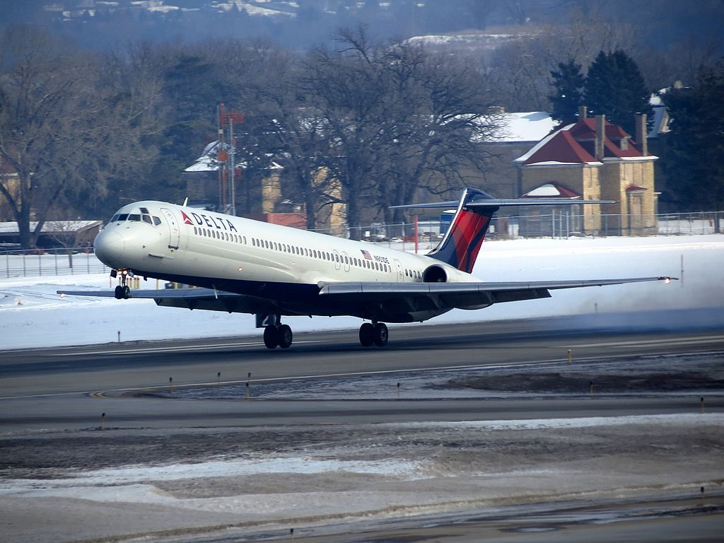 Delta Air Lines Fleet N901DE McDonnell Douglas MD-88 take off Minneapolis-Saint Paul International Airport