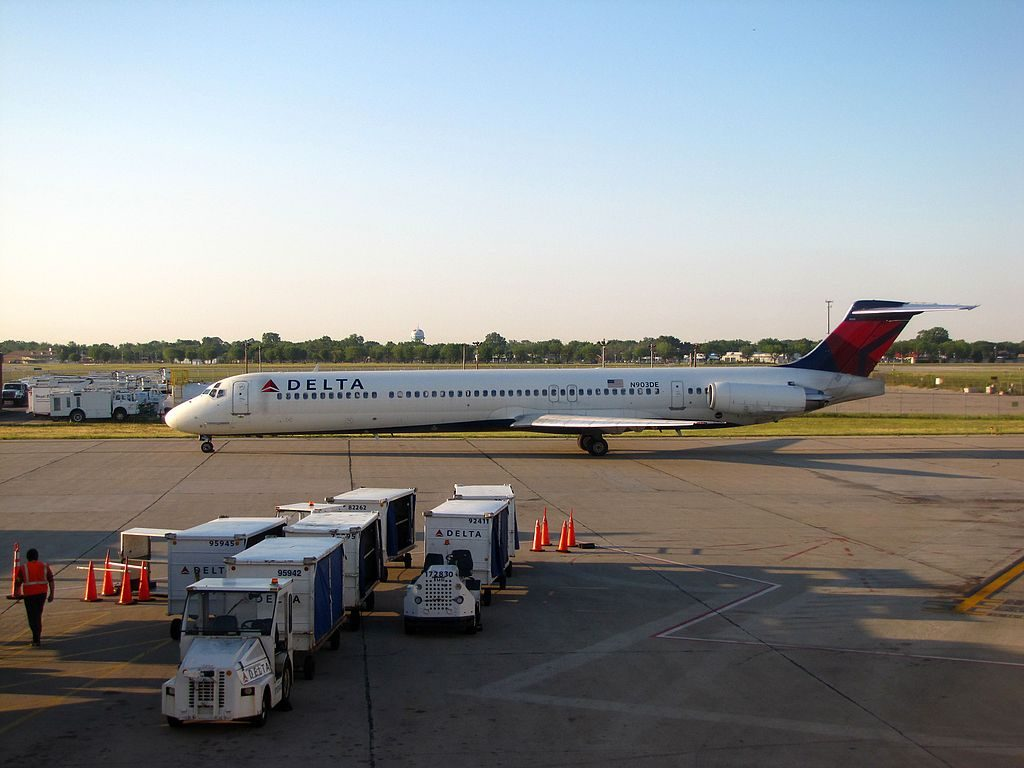 Delta Air Lines Fleet N903DE McDonnell Douglas MD-88 taxiing at James M. Cox Dayton International Airport