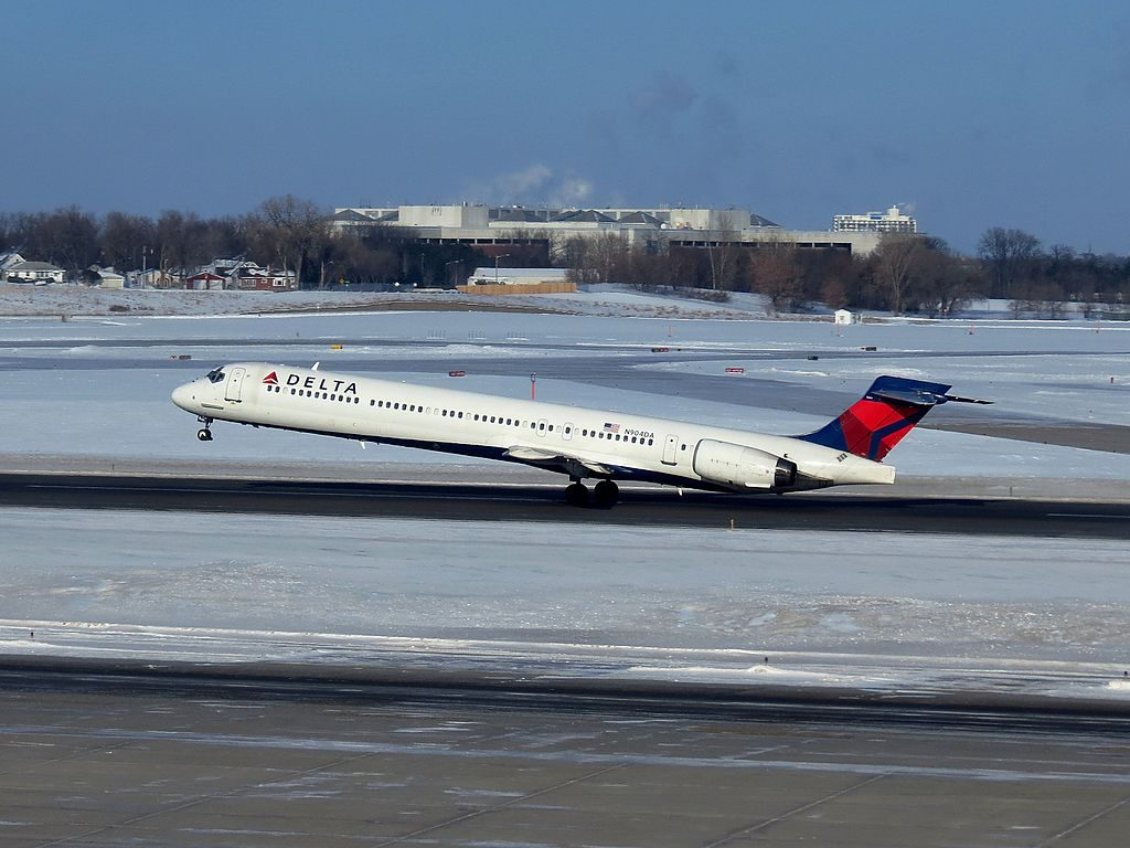 Delta Air Lines Fleet N904DA McDonnell Douglas MD-90-30 landing and take off at Minneapolis-Saint Paul International Airport