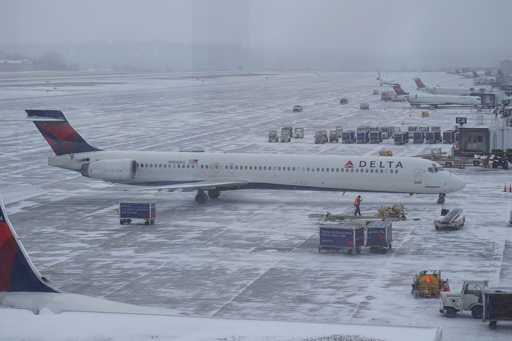 Delta Air Lines Fleet N906DA McDonnell Douglas MD-90-30 at Minneapolis–Saint Paul International Airport in Hennepin County, Minnesota (United States)