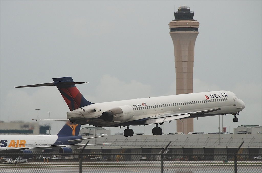 Delta Air Lines Fleet N907DA McDonnell Douglas MD-90-30 arrival:landing at Miami International Airport (MIA)