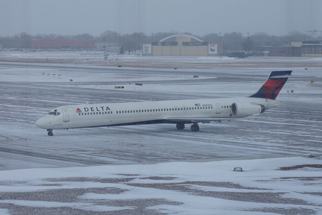 Delta Air Lines Fleet N907DA McDonnell Douglas MD-90-30 taxiing at MSP Minneapolis–Saint Paul International Airport