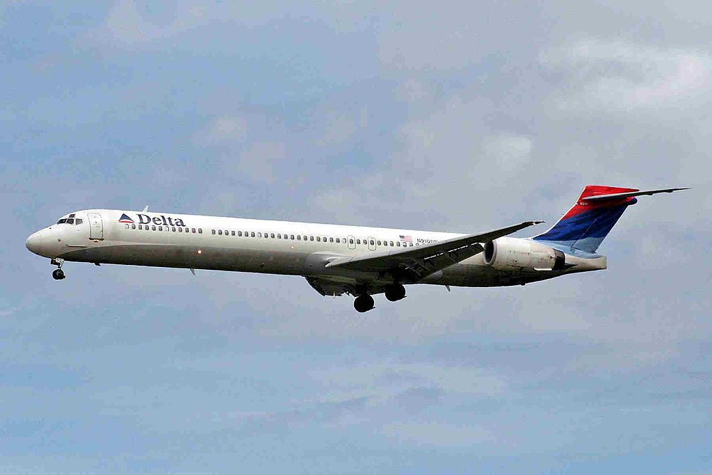 Delta Air Lines Fleet N910DN McDonnell Douglas MD-90-30 on final approach at Vancouver International Airport