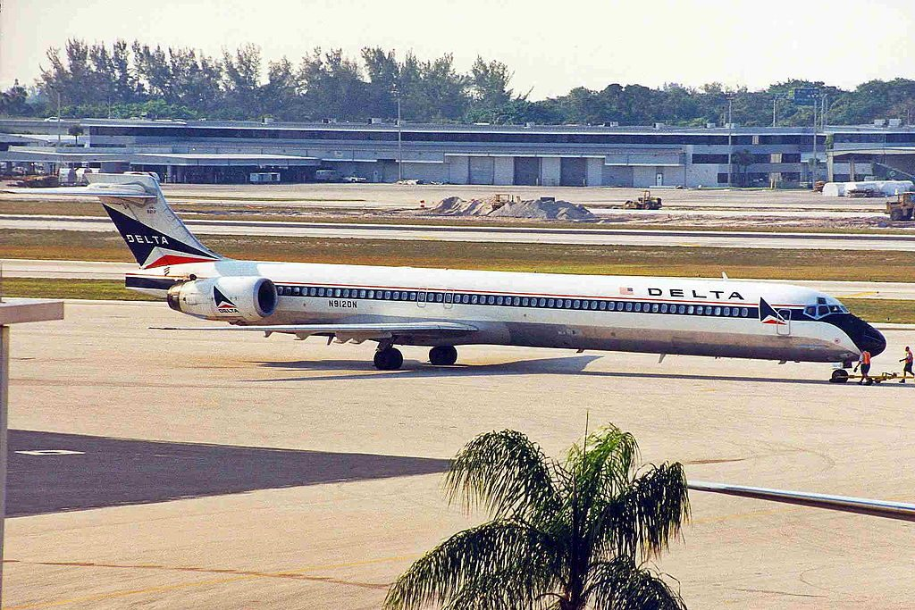Delta Air Lines Fleet N912DN McDonnell Douglas MD-90-30 (old:retro livery colors) at Fort Lauderdale–Hollywood International Airport