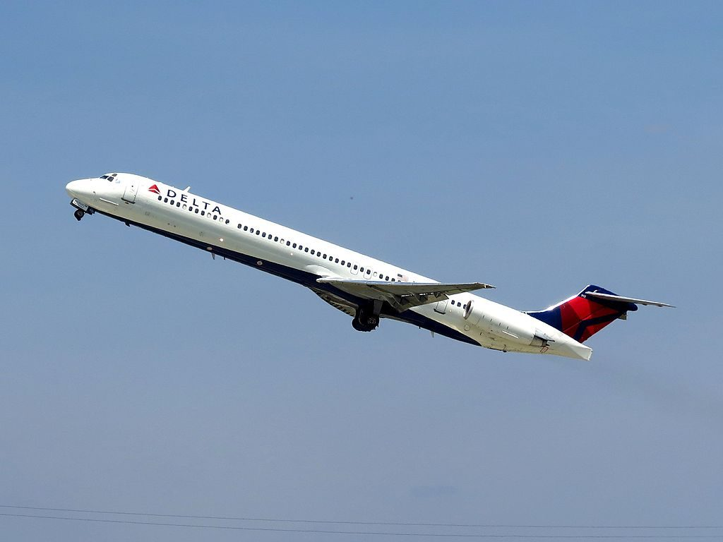 Delta Air Lines Fleet N913DL McDonnell Douglas MD-88 departure James M. Cox Dayton International Airport
