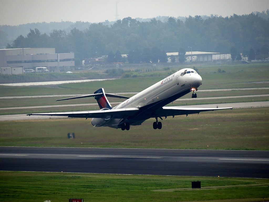 Delta Air Lines Fleet N920DN McDonnell Douglas MD-90-30 take off Detroit Metropolitan Wayne County Airport