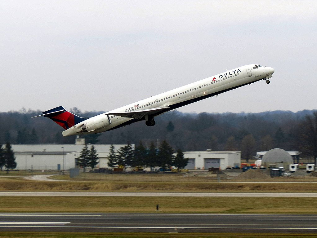 Delta Air Lines Fleet N923DN McDonnell Douglas MD-90-30 departure John Glenn Columbus International Airport