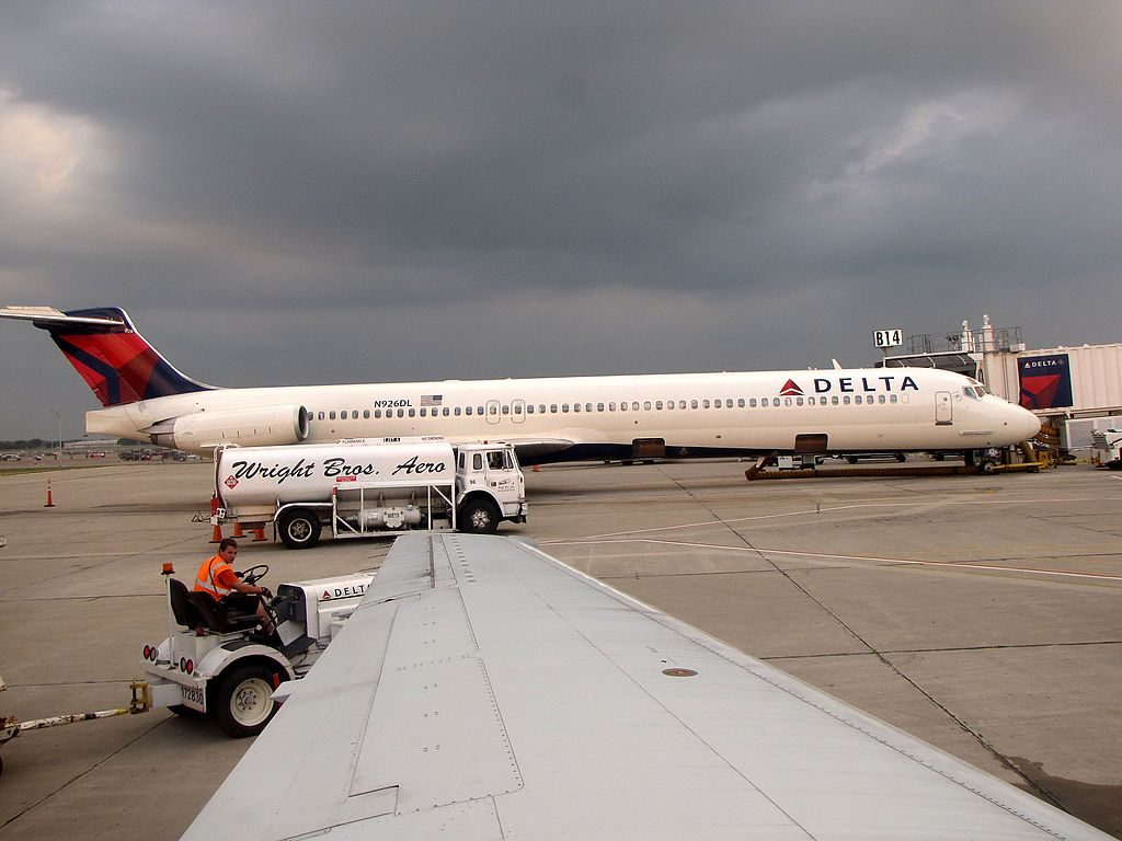 Delta Air Lines Fleet N926DL McDonnell Douglas MD-88 on boarding gate at James M. Cox Dayton International Airport