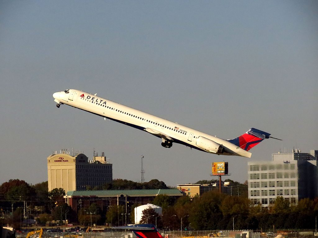 Delta Air Lines Fleet N931DN McDonnell Douglas MD-90-30 take off Hartsfield-Jackson Atlanta International Airport