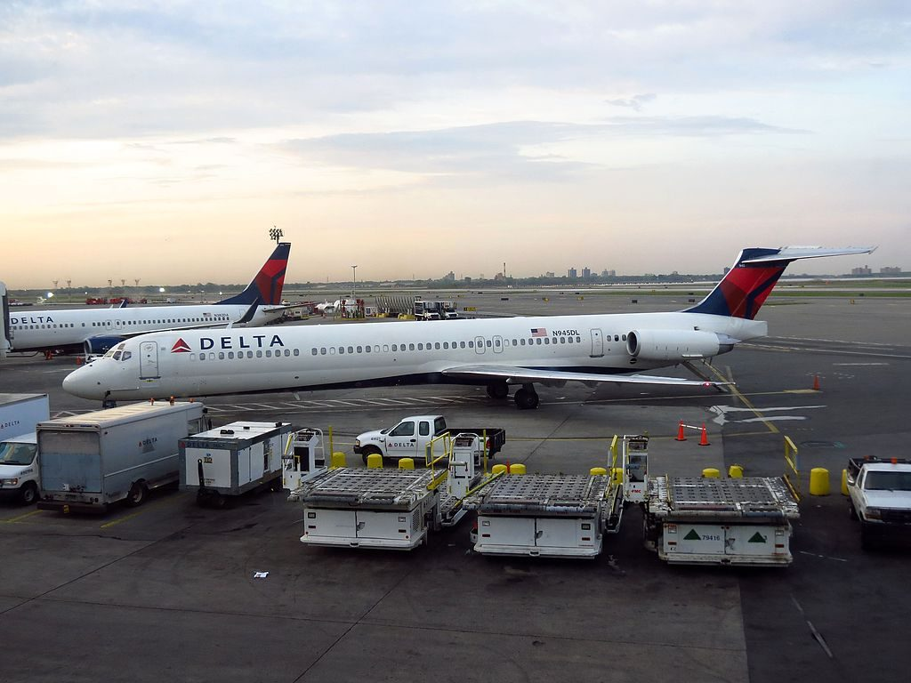 Delta Air Lines Fleet N945DL McDonnell Douglas MD-88 at John F. Kennedy International Airport