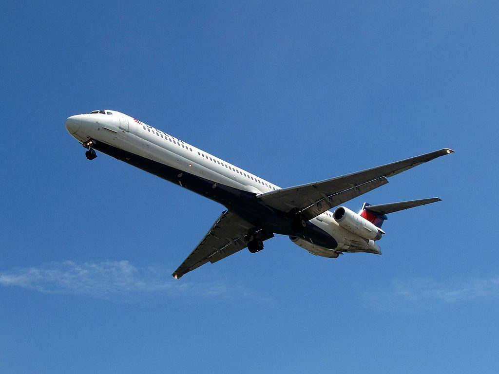 Delta Air Lines Fleet N951DL McDonnell Douglas MD-88 on final at James M. Cox Dayton International Airport