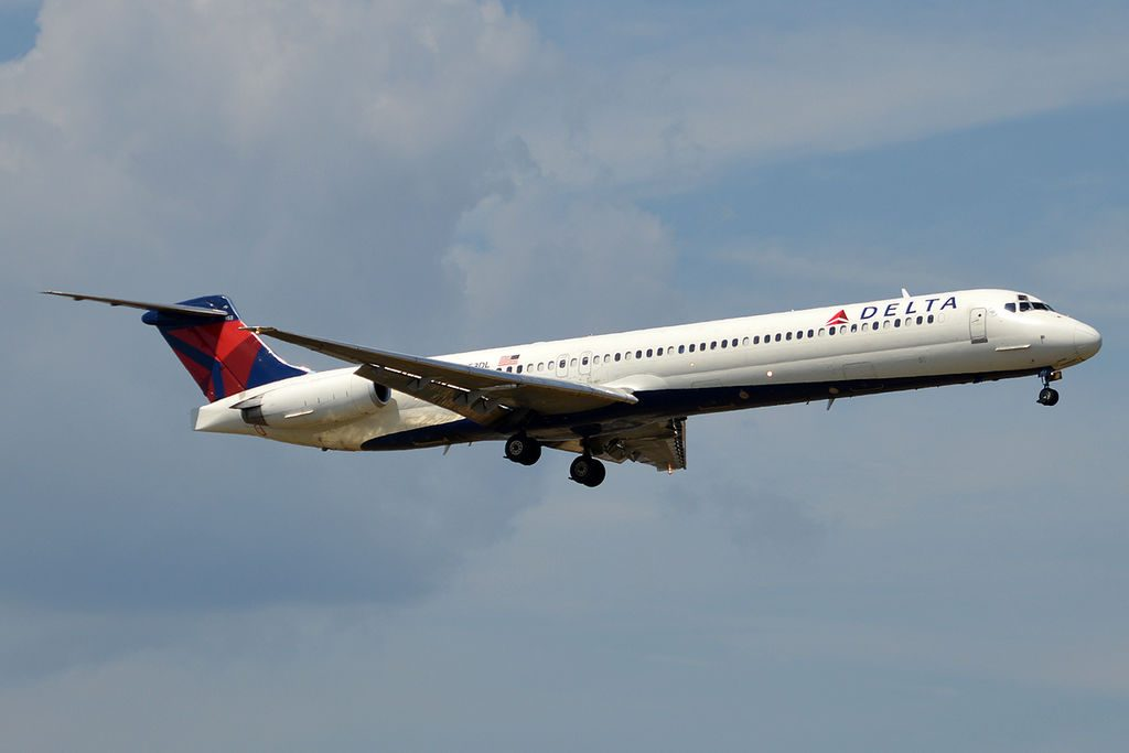 Delta Air Lines Fleet N953DL McDonnell Douglas MD-88 on final at John F. Kennedy International Airport