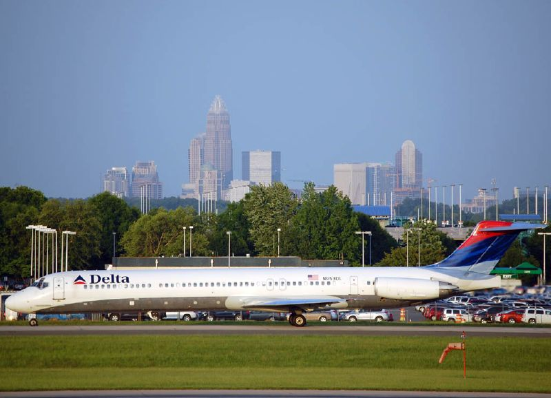 Delta Air Lines Fleet N953DL Reginal Jet McDonnell Douglas MD-88 taxiing at Charlotte-Douglas International (CLT)