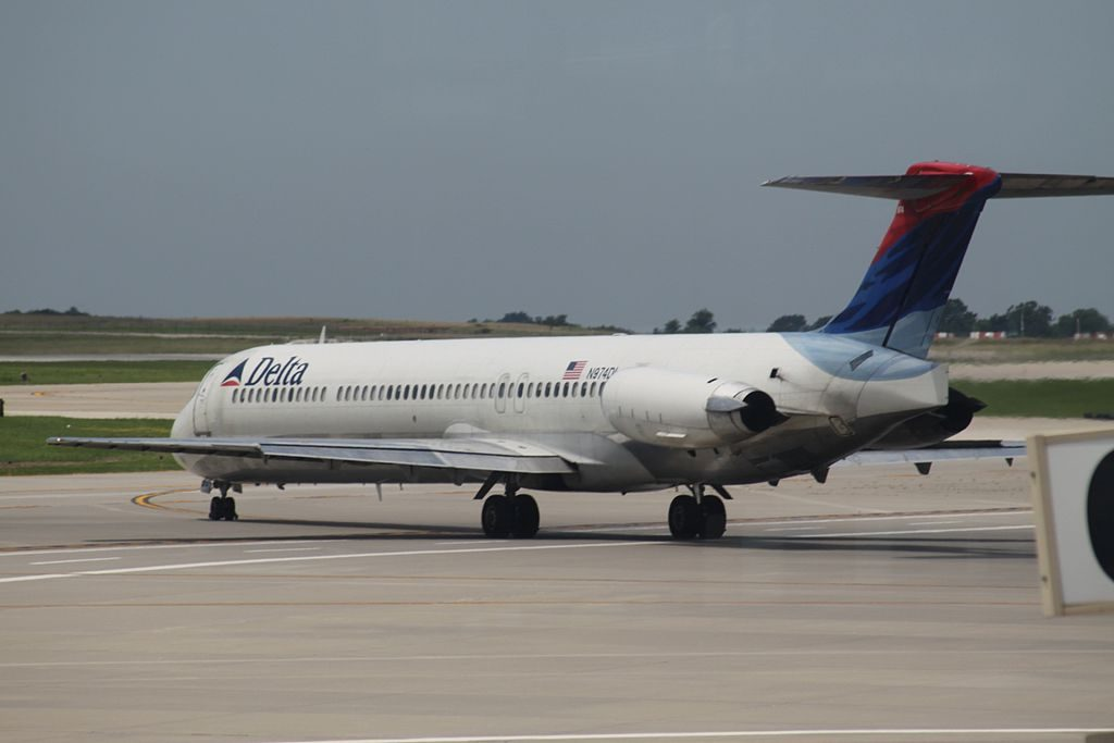 Delta Air Lines Fleet N974DL Regional Jet McDonnell Douglas MD-88 at Kansas City International Airport