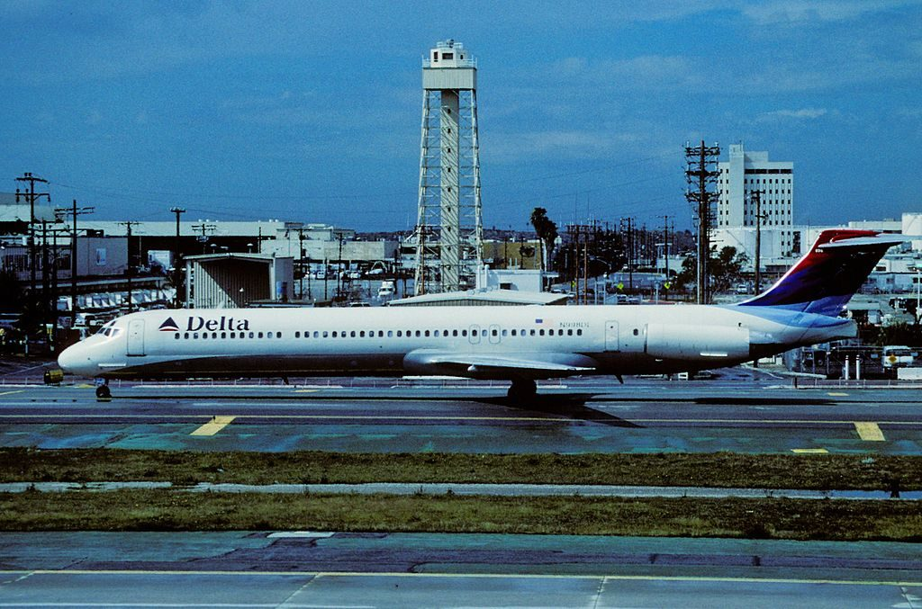 Delta Air Lines Fleet N998DL McDonnell Douglas MD-88 at Los Angeles International Airport