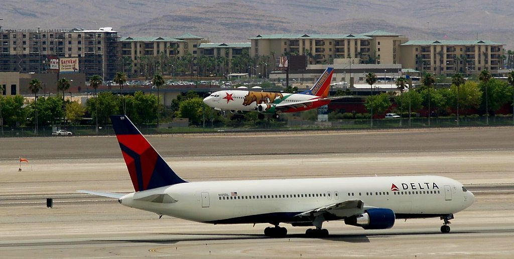 Delta Air Lines Fleet New Livery Boeing 767-332 N125DL and Southwest Airlines California One Boeing 737-3H4 N609SW