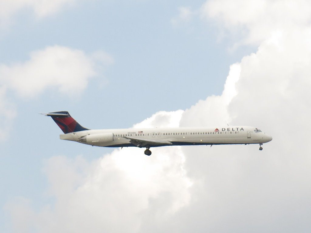 Delta Air Lines McDonnell-Douglas MD-88 N945DL is on final approach to John F. Kennedy International Airport