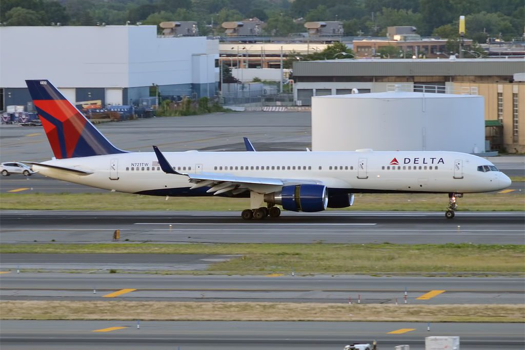 Delta Air Lines, N721TW, Boeing 757-231 Reverse Thrust Engines Photos