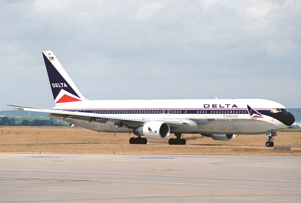Delta Air Lines Old Livery Colors Boeing 767-332ER; N185DN @CDG Paris Charles de Gaulle Airport 04.08.1996