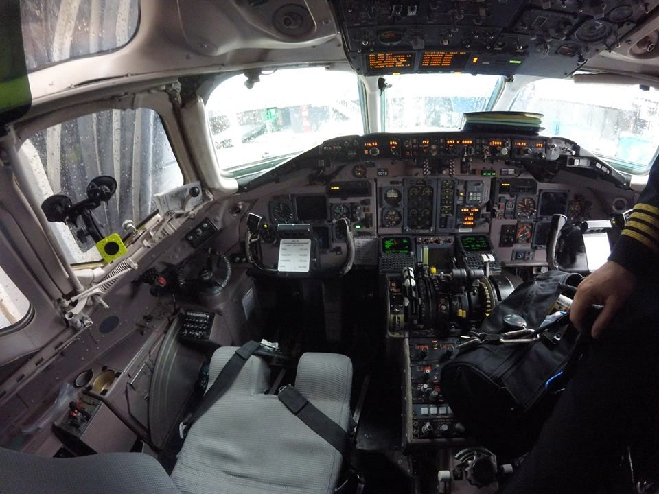 Delta Air Lines Regional Jet Fleet McDonnell Douglas MD-88 cockpit:crew cabin photos