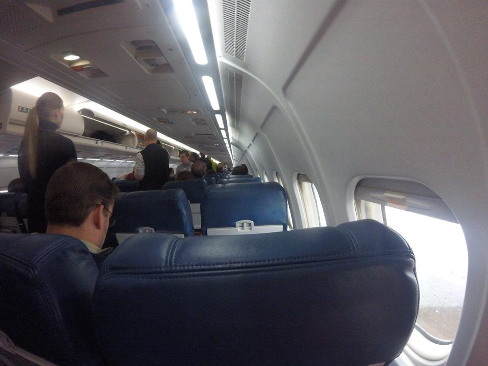 Delta Air Lines Regional Jet Fleet McDonnell Douglas MD-88 economy class cabin photos