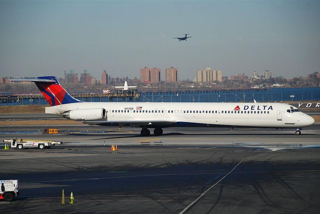 Delta Air Lines Regional Jet Fleet N911DE McDonnell Douglas MD-88 at LaGuardia Airport (LGA)