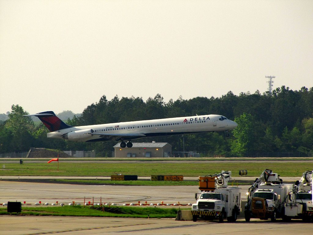 Delta Air Lines Regional Jet Fleet N914DL McDonnell Douglas MD-88 Hartsfield-Jackson Atlanta International Airport