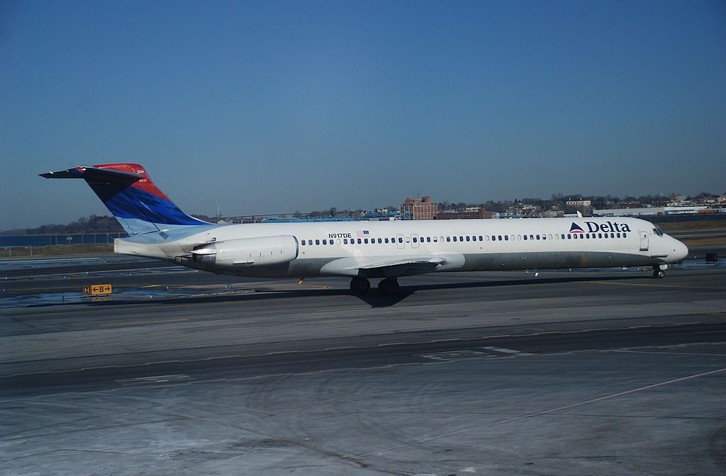 Delta Air Lines Regional Jet Fleet N917DE McDonnell Douglas MD-88 at LaGuardia Airport (LGA)