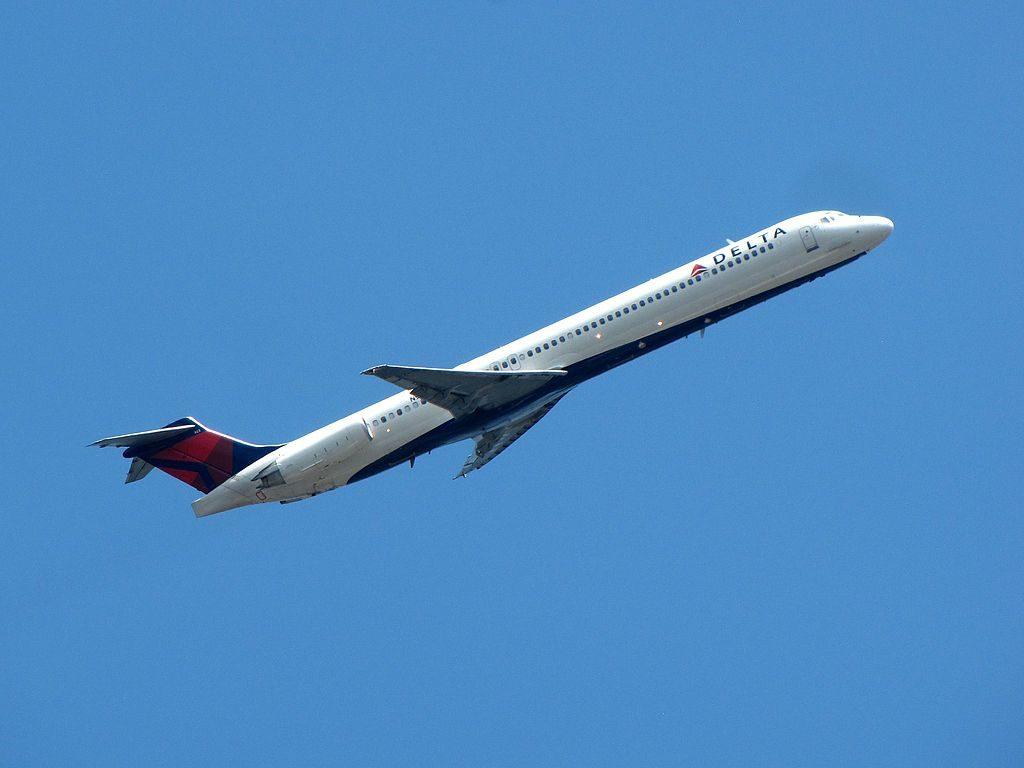 Delta Air Lines Regional Jet Fleet N923DL McDonnell Douglas MD-88 departure LaGuardia Airport (LGA)