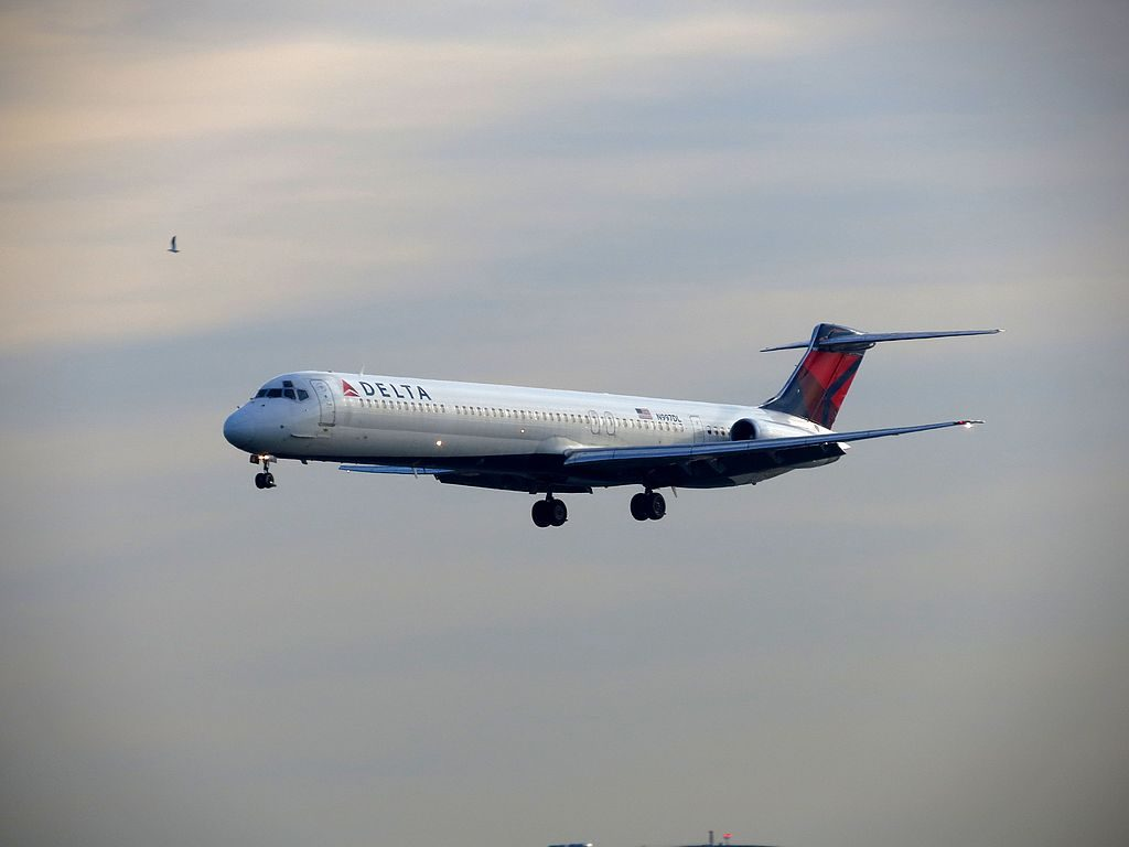 Delta Air Lines Regional Jet Fleet N997DL McDonnell Douglas MD-88 on final at LaGuardia Airport (LGA)