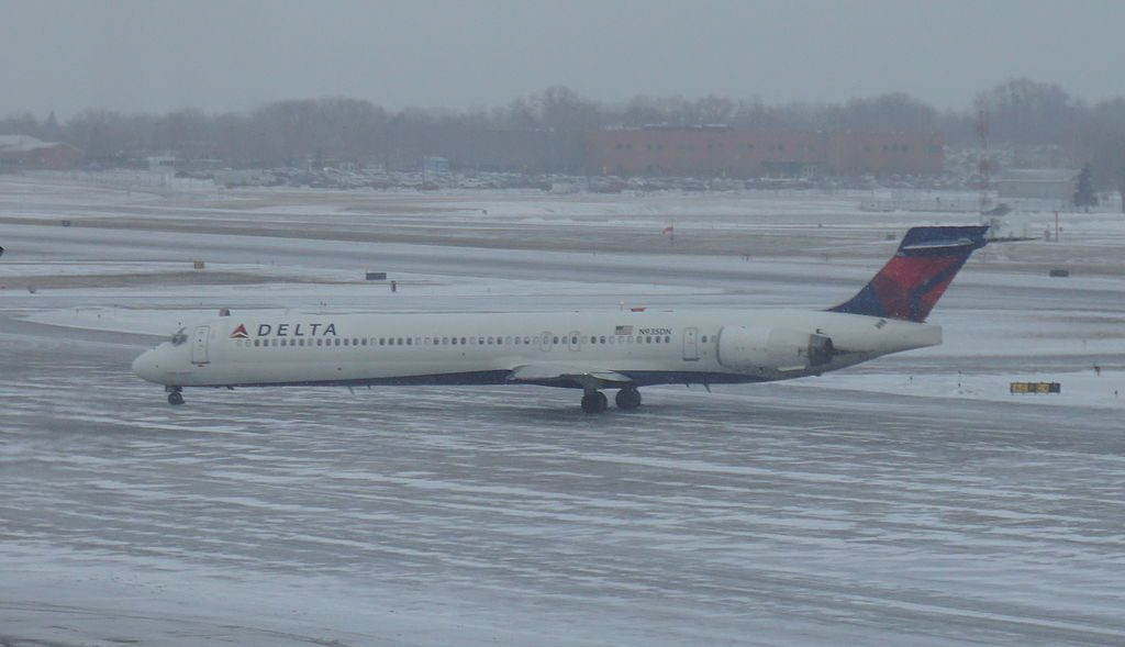 Delta Air Lines Regional Jet N935DN McDonnell Douglas MD-90-30 cn:serial number- 53460:2142 Minneapolis–Saint Paul International Airport