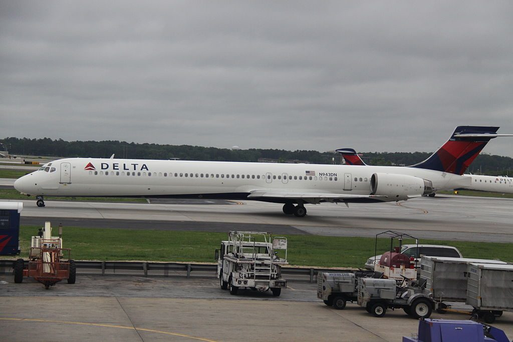 Delta Air Lines Regional Jet N943DN McDonnell Douglas MD-90-30 Hartsfield-Jackson Atlanta International