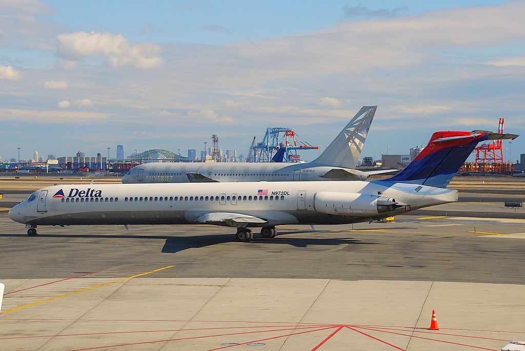 Delta Air Lines Regional jet Fleet McDonnell Douglas MD-88 N972DL taxiing @EWR Newark Liberty International Airport