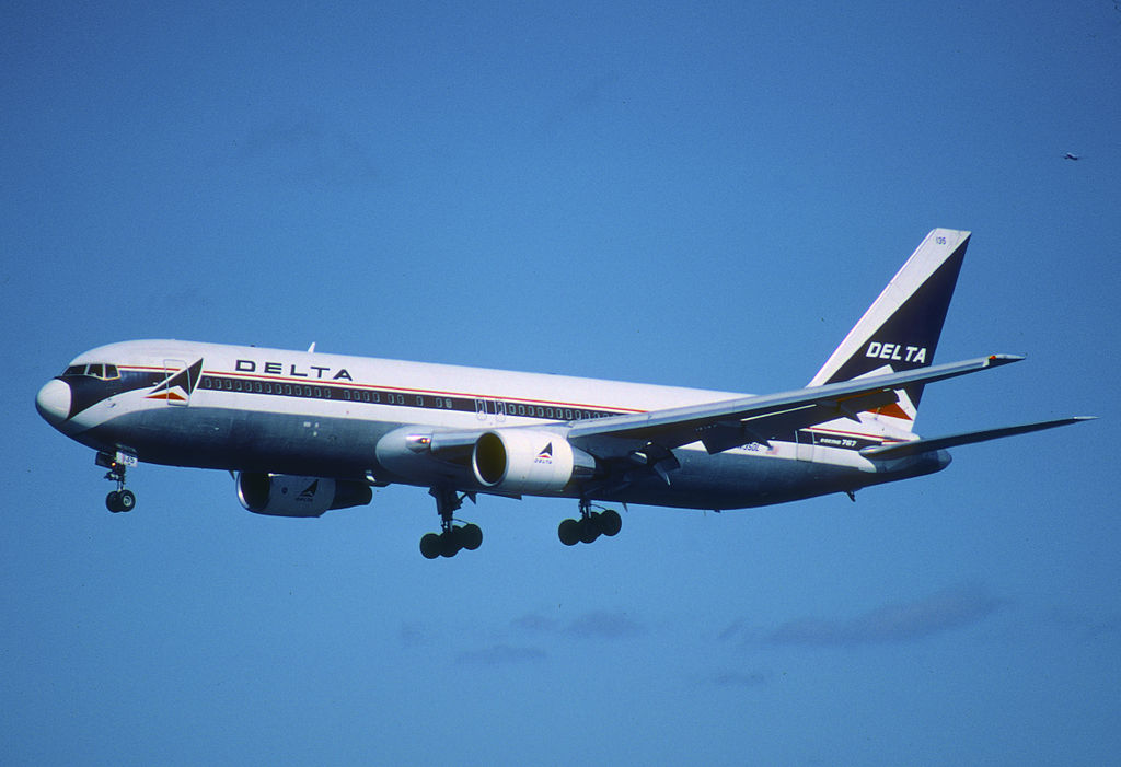 Delta Air Lines Retro livery colors widebody aircraft Boeing 767-332; N135DL final approach @LGA LaGuardia Airport