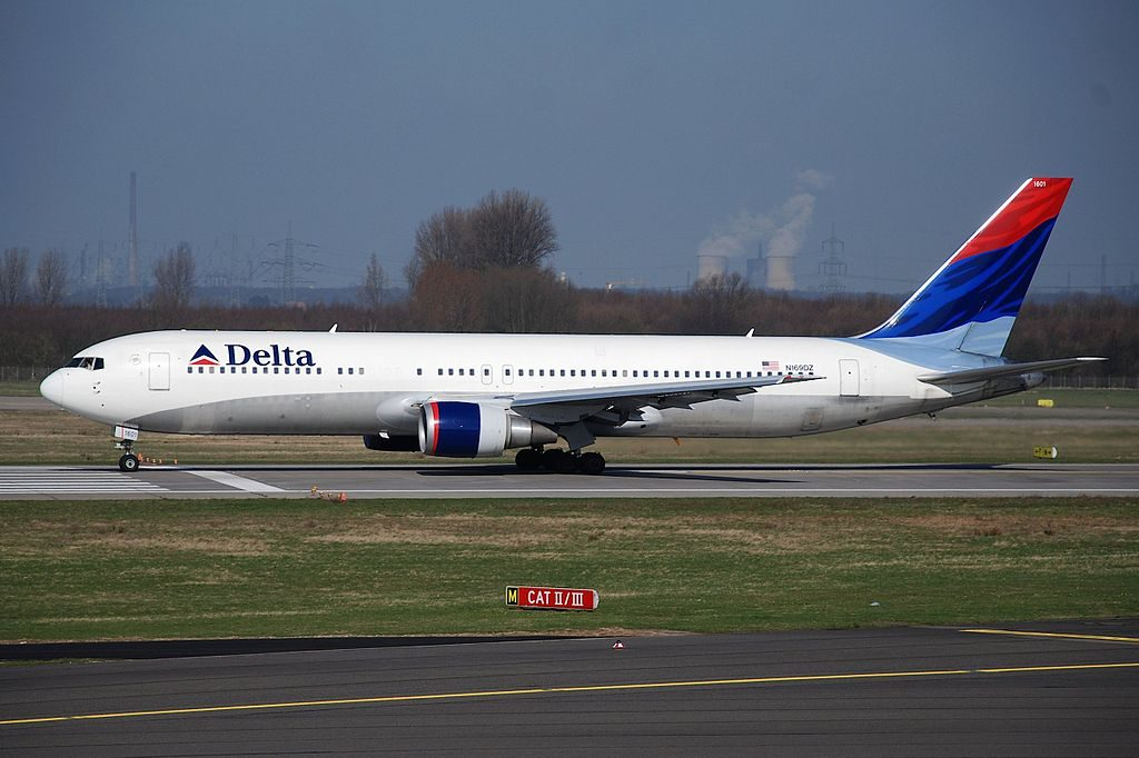 Delta Air Lines Widebody Aircraft Boeing 767-300ER, N169DZ @DUS Düsseldorf International Airport