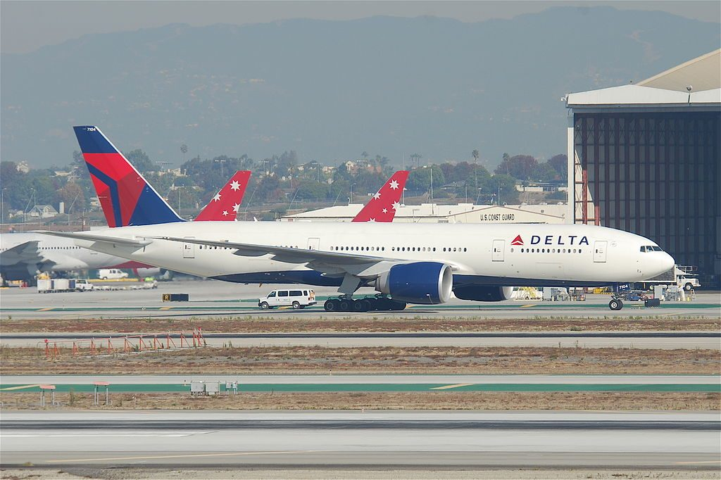 Delta Air Lines Widebody Aircraft Boeing 777-232LR; N704DK @LAX Airport