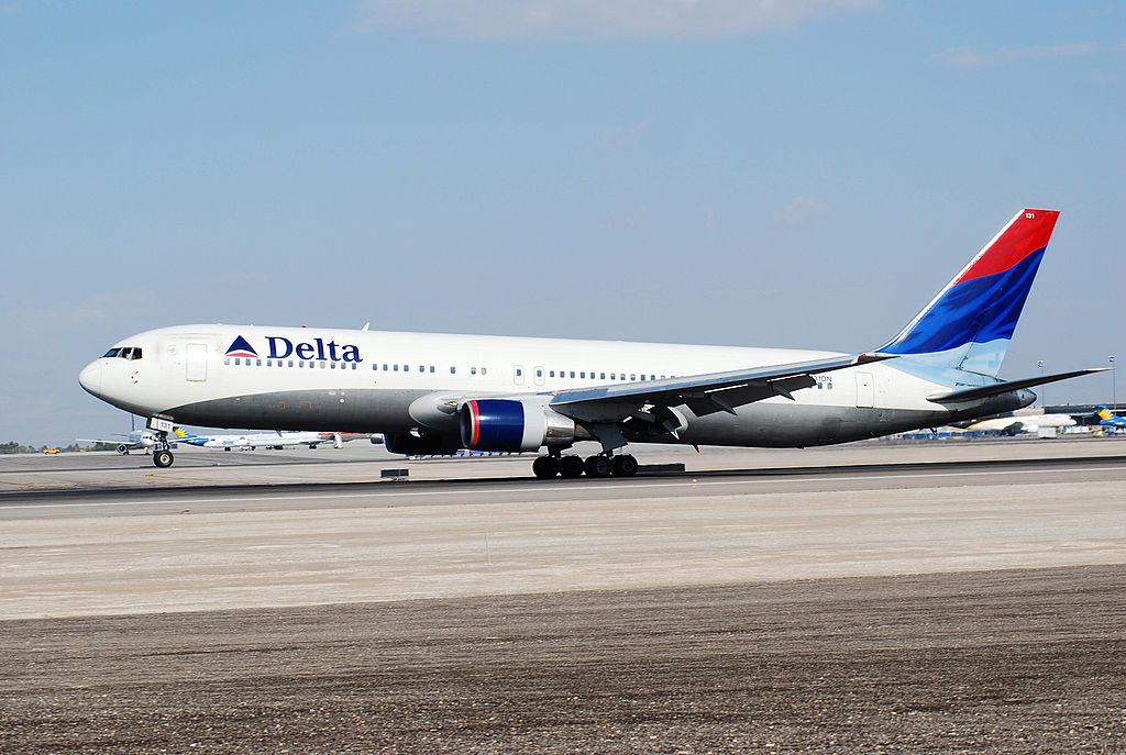 Delta Air Lines Widebody Aircraft Fleet N131DN Boeing 767-332 cn:serial number- 24852:320 Take Off Photos