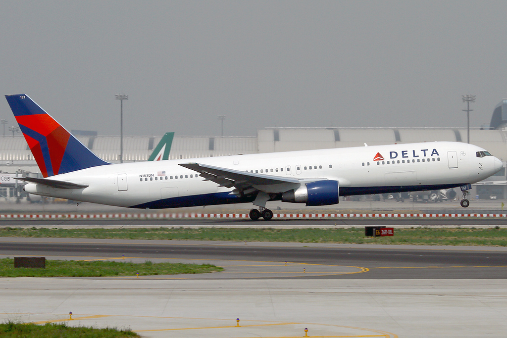 Delta Air Lines Widebody Aircraft Fleet N183DN Boeing 767-332:ER at Beijing Capital Airport (PEK : ZBAA)