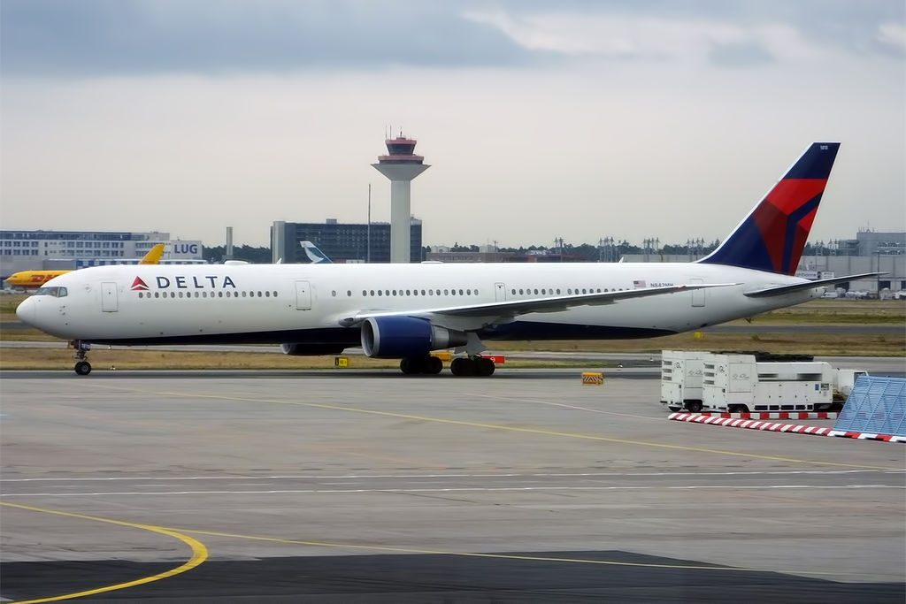 Delta Air Lines Widebody Aircraft Fleet N842MH Boeing 767-432ER Photos