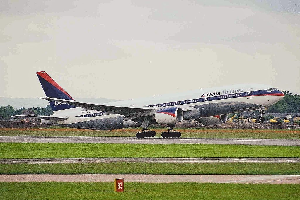 Delta Air Lines Widebody Aircraft Fleet N862DA Boeing 777-232(ER) at Manchester Airport