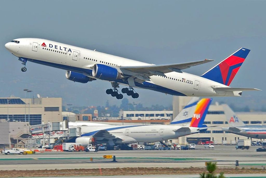 Delta Air Lines Widebody Aircraft Fleet N863DA Boeing 777-232(ER) c:n 29735, l:n 245 departure from LAX Airport