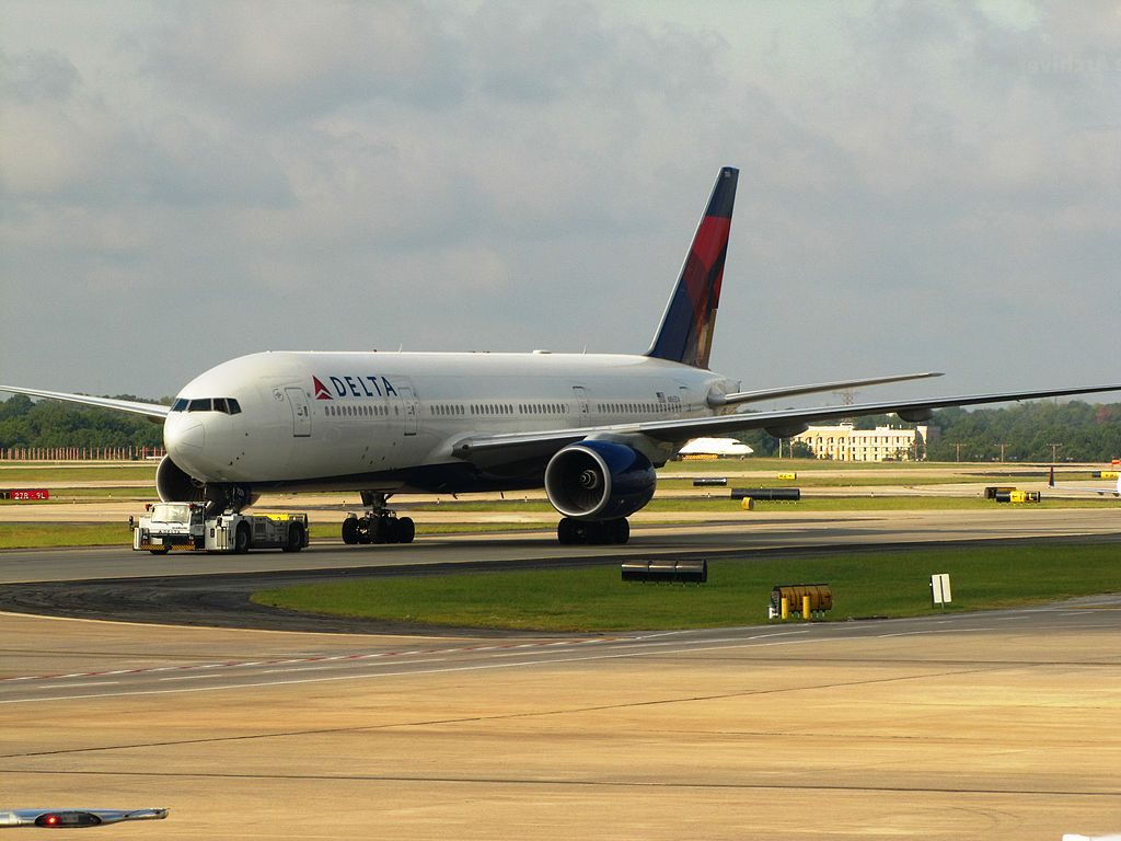 Delta Air Lines Widebody Aircraft Fleet N865DA Boeing 777-232(ER) at Hartsfield-Jackson Atlanta International Airport